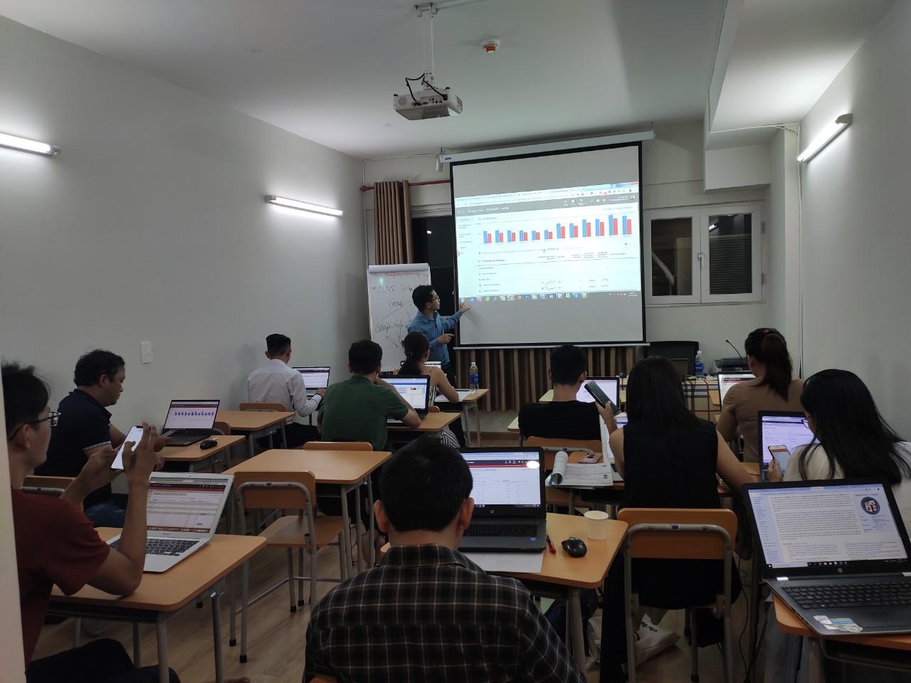 Lớp học Marketing Online IMTA