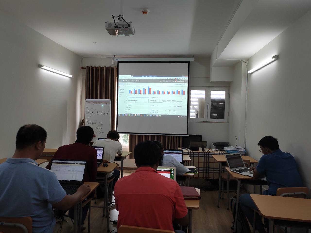 Laptop thực hành tại lớp