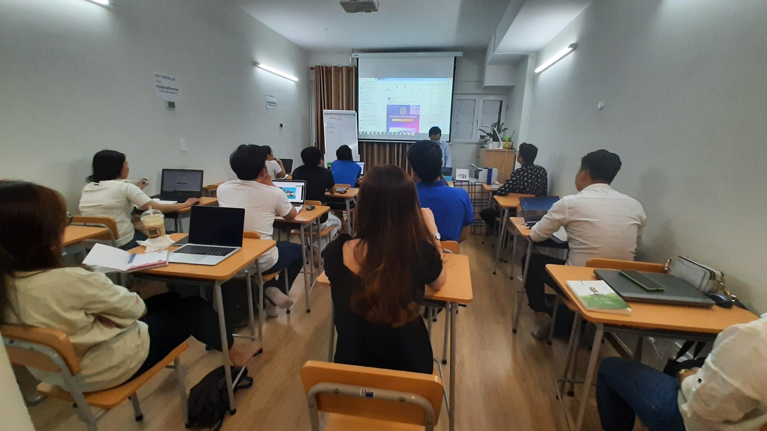 Khóa học Facebook tại IMTA